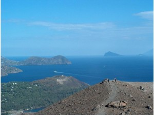 4050048-View_from_Vulcano_on_the_Eolian_Islands_Isola_Vulcano